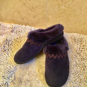 Isotoner Blue Slippers - Sz 8.5-9